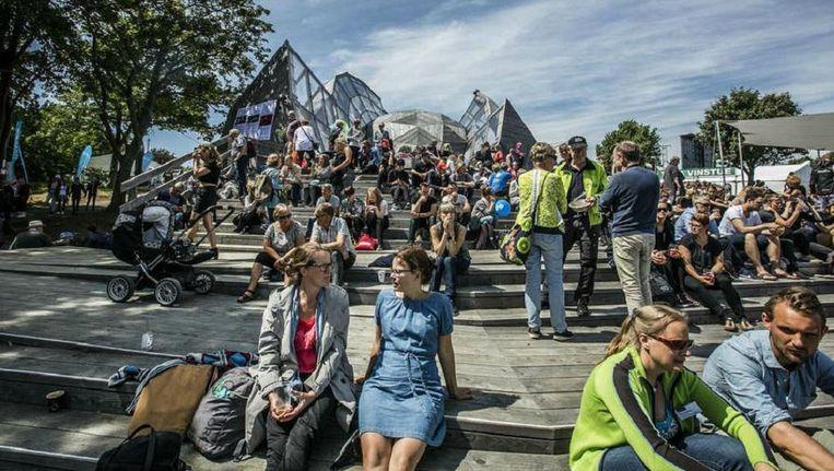 De Folkemodet op het Deense eiland Bornholm trekt ieder jaar tienduizenden bezoekers. Beeld RV
