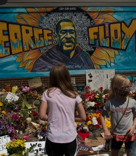 "La mort de George Floyd requalifiée en ""meurtre"", les quatre policiers inculpés"
