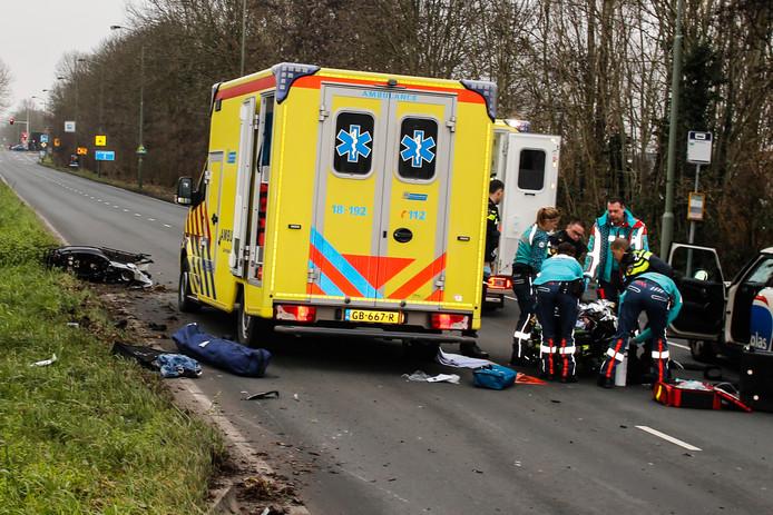 Ernstig ongeluk op de Provincialeweg in Dordrecht.