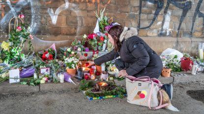 Eerste mensen nemen afscheid van Julie Van Espen tijdens wake