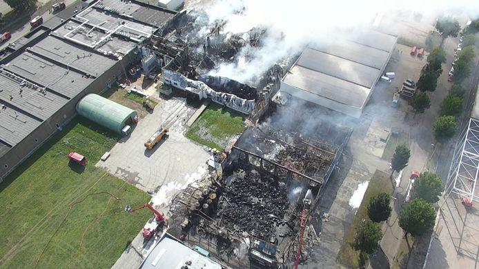Drone van brandweer helpt bij bestrijding zeer grote brand in Tilburg