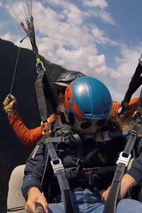 Wonderlijke vondst: Elke (13) verliest haar telefoon op 2500 m hoogte, vindt hem terug naast (!) haar caravan