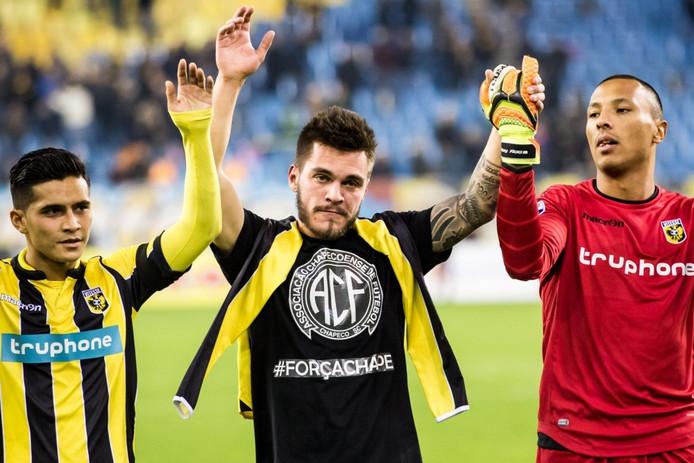 Braziliaan Nathan Allan de Souza draagt een shirt met Forcachape (m).