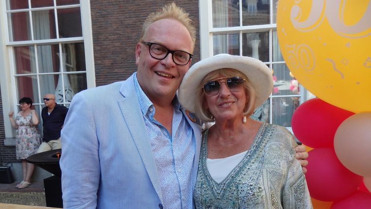 Oud-wethouder Frits Huffnagel haalde als verjaarscadeau 6000 euro op voor de Foundation van Willeke Alberti. 'Als je uit de kast komt, heb je er een moeder bij' Beeld Schuim
