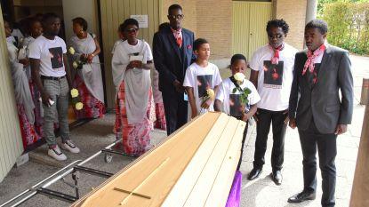 """Afscheid van Congolese man (21) die verdronk in kanaal: """"Voor altijd in onze harten"""""""