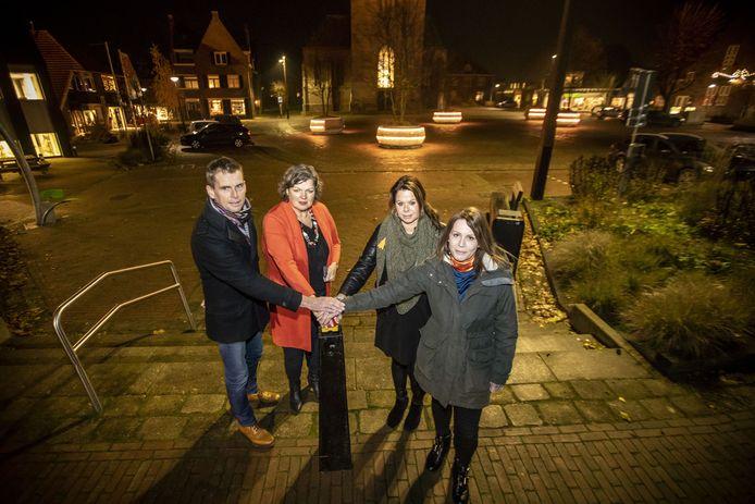 In Twente nam Tubbergen vorig jaar al deel aan de campagne 'Orange the World' tegen vrouwengeweld. Er werden toen oranje lampen ontstoken door burgemeester Wilmien Haverkamp (tweede van links).