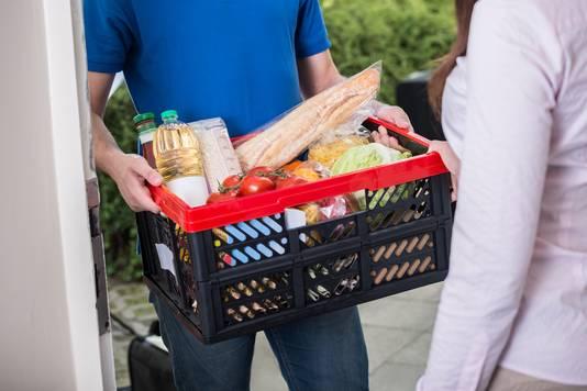 Als mensen zelf hun boodschappen ophalen, besteden ze minder (58,35 euro) dan als ze de boodschappen laten bezorgen (79,35 euro).