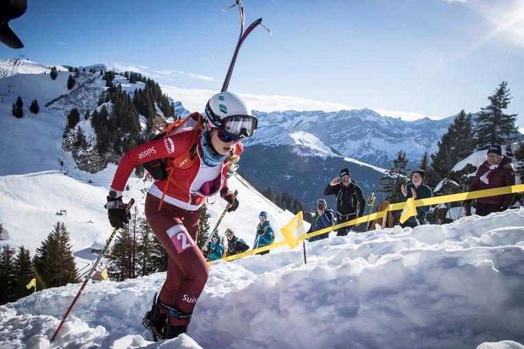 Als het klimmen steil wordt, doe je je ski's op de rug.