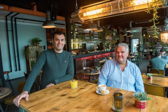 Eerder deze maand openden Robin (l) en Henk Wessels de vierde vestiging van Bij Puur in de oude telefooncentrale op Strijp-S in Eindhoven.