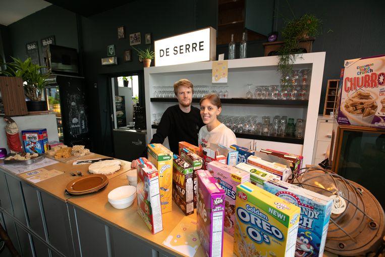 Helga Hoogmartens en Pieter Baeyens in hun cornflakesbar in De Serre.