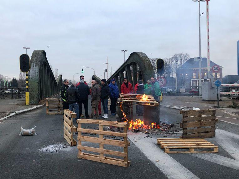 De Meulestedebrug is intussen weer open voor het verkeer.