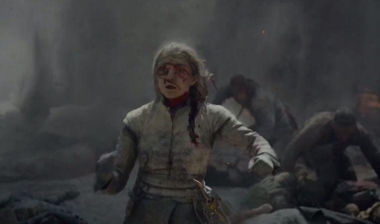Arya bijt in het stof.