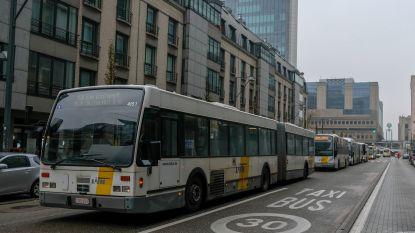 """Politie noemt file van bussen De Lijn naar nieuwe halte """"illegaal"""", maar grijpt voorlopig niet in"""