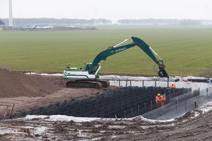 De aanleg van een fundering voor een hijskraanopstelplaats ten behoeve van een van de windmolens van Windpark Zeewolde..