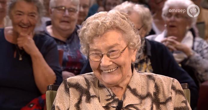 Mieneke (102) in het programma Van Gelders Grijs.