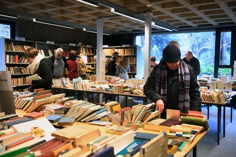 Meer dan 20.000 boekdelen uit de negentiende en twintigste eeuw liggen op een geïnteresseerde lezer te wachten.