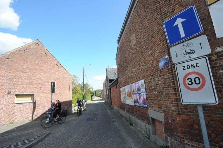 In deze straat in Molenveld nabij school de Regenboog geldt zone 30.