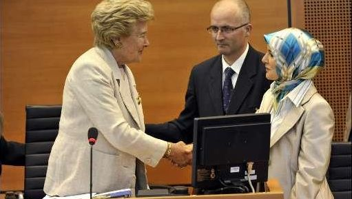 Antoinette Spaak feliciteert Mihanur Özdemir.