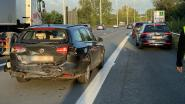Twee lichtgewonden bij botsing tussen vijf voertuigen op E40