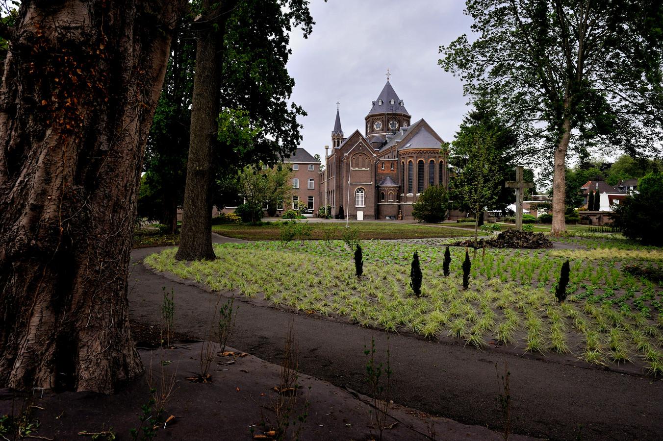 De tuin van de Paterskerk aan de Kade.