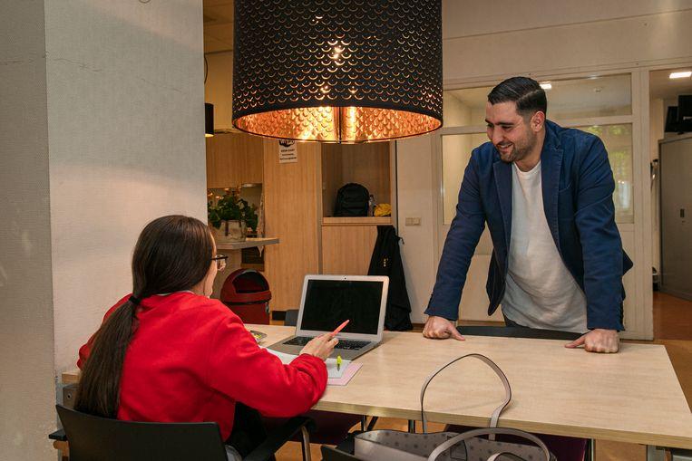 Abdelhamid Idrissi richtte Studiezalen negen jaar geleden op en ziet de wachtlijsten groeien. Beeld Dingena Mol