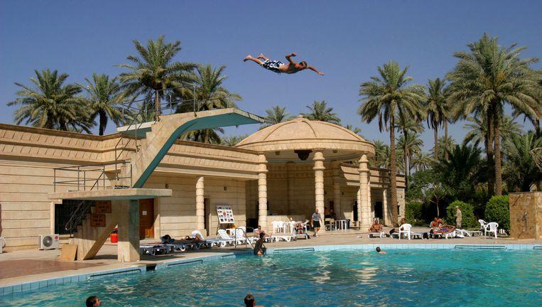 Zwembad van de Amerikaanse ambassade in de Groene Zone van Bagdad. Beeld reuters