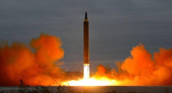 De lancering van een ballistische raket in Noord-Korea tijdens een oefening afgelopen augustus.