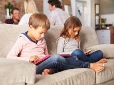 'Kinderen krijgen bochel van smartphone'