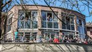 Bewoners woonzorgcentrum zingen coronacrisis van zich af: 'Laat de zon in je hart'