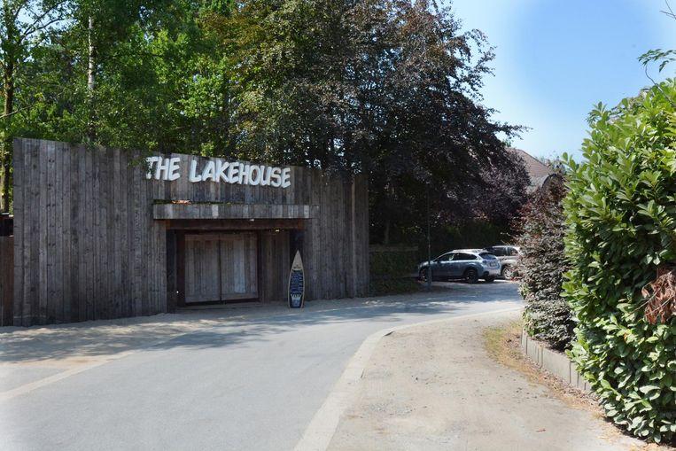De agressie vond plaats op de parking voor de deur van The Lakehouse.