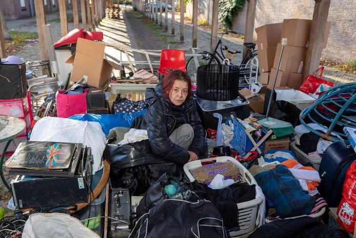 De Vlaardingse Chantal Vlasveld, een dag nadat zij met inboedel en al op straat werd gezet.