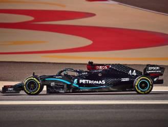 Hamilton pakt 95ste GP-zege na turbulente race in Bahrein, Red Bull met Verstappen en Albon mee op het podium