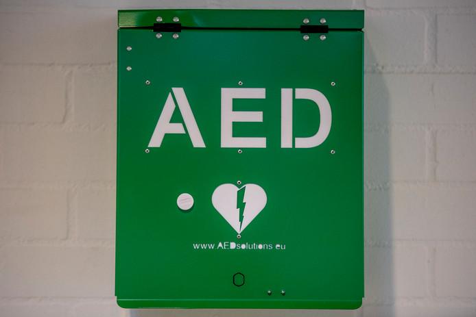 Een automatische externe defibrillator (AED) is een draagbaar toestel dat wordt gebruikt bij de reanimatie van een persoon met een hartstilstand.