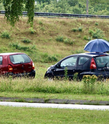 Twee auto's afgesleept na ongeluk zonder gewonden in Oldenzaal