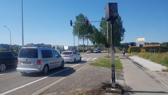 Door de brand aan de flitspaal waren ook de verkeerslichten enkele uren defect.