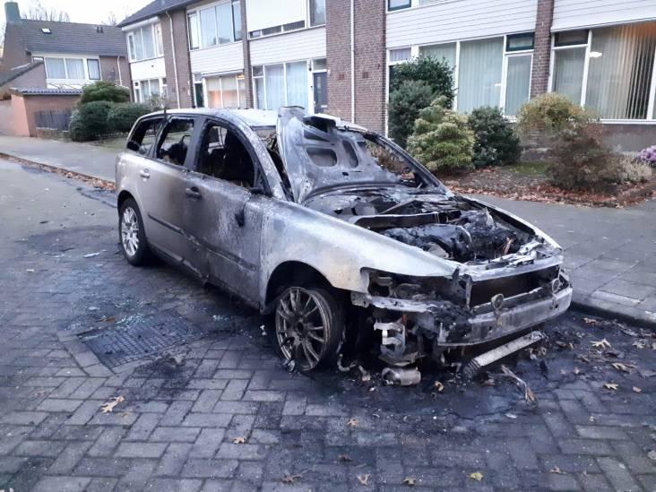 Auto compleet uitgebrand in Eindhoven