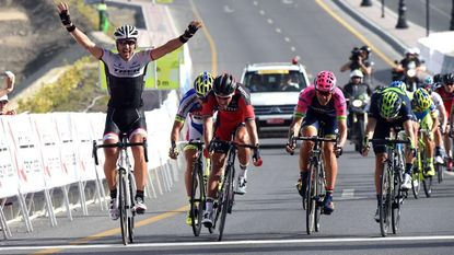 Sterke Cancellara troeft  Valverde en Van Avermaet af na sprintje bergop