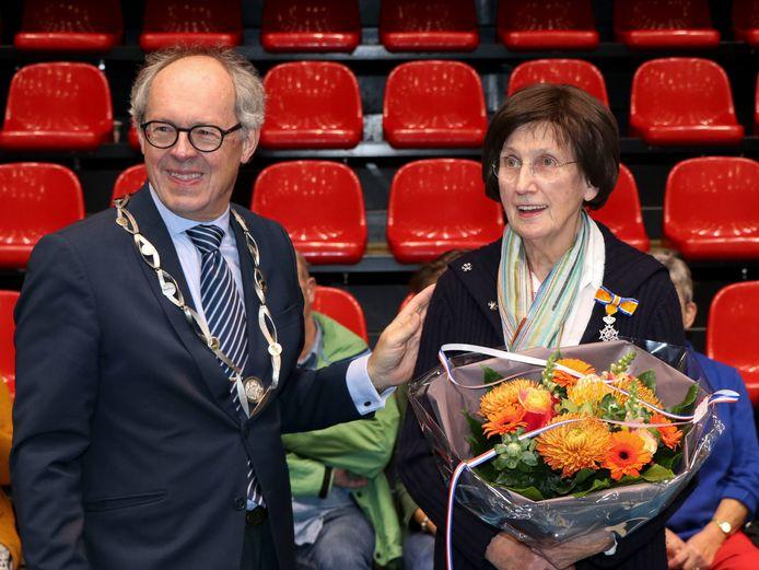 In sport- en evenementencentrum Maaspoort in Den Bosch is Marianne Krans uit Ammerzoden op zondag 20 oktober benoemd tot Lid in de Orde van Oranje Nassau. Het lintje werd opgespeld door Jan-Hein de Vreede, loco-burgemeester van Maasdriel.