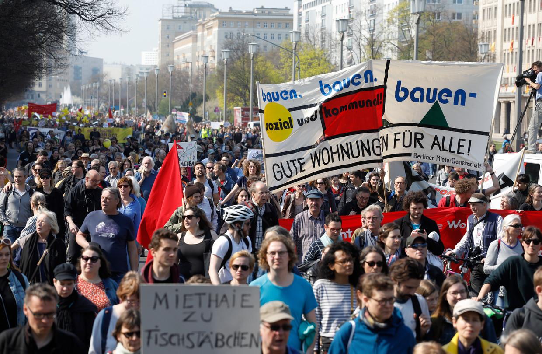 10.000 Berlijners gingen de straat op om te protesteren tegen de verkoop van 700 appartementen.