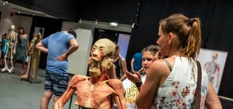 Tentoongestelde lijken in Helmond: blinde darm ontdekken of kijken naar gezonde longen