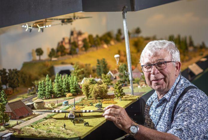 Gerrit Hulshof heeft 5 modelspoorbanen, die hij vanwege corona maandenlang niet wilde openstellen voor publiek. Nu durft hij het weer aan en is hij in augustus open.