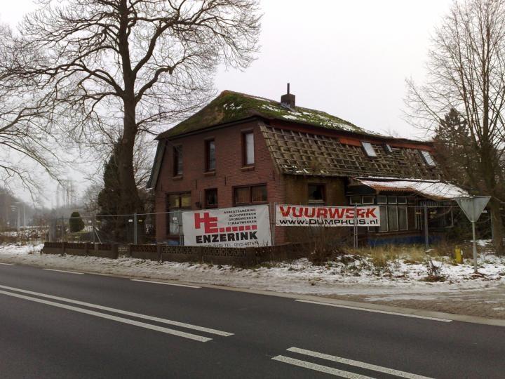 1a9ea67ca07 Voormalig café Halfweg staat al enkele jaren leeg en is een bouwval. Foto:  De