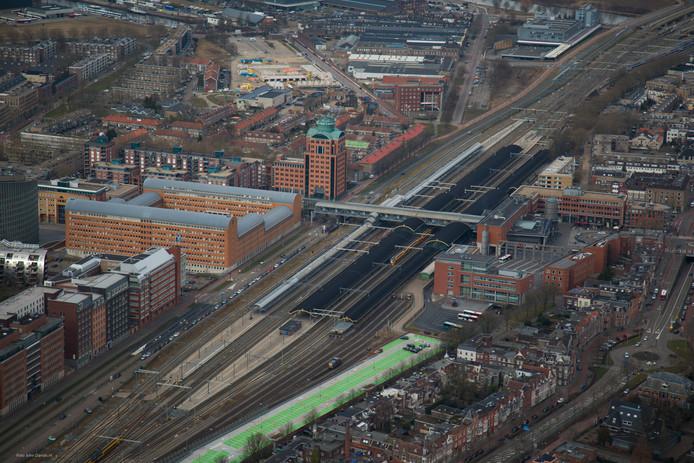 Het stationsgebied in Den Bosch. Ideeën genoeg om het station en het gebied voor en achter het station aan te pakken.