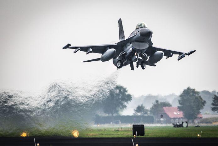 Een F-16 vloog maandag over Amersfoort.