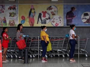 Au Panama, les hommes et les femmes ne peuvent pas se trouver dehors en même temps pendant le lockdown