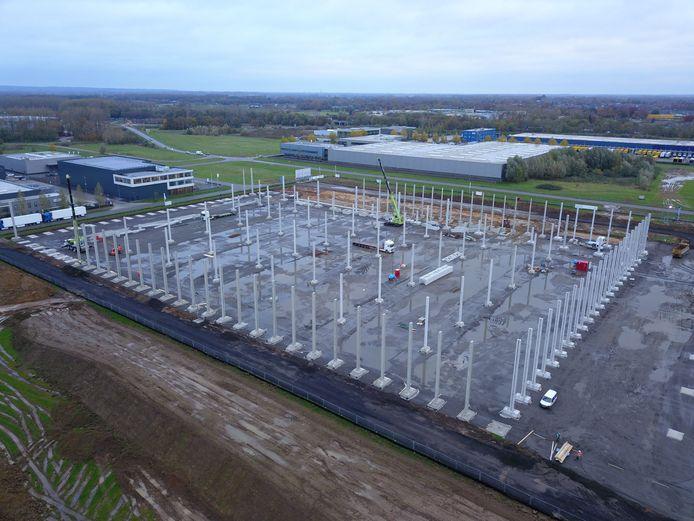 Het eerste deel van het XXL Distributiecentrum op bedrijventerrein 7Poort in Zevenaar in aanbouw.