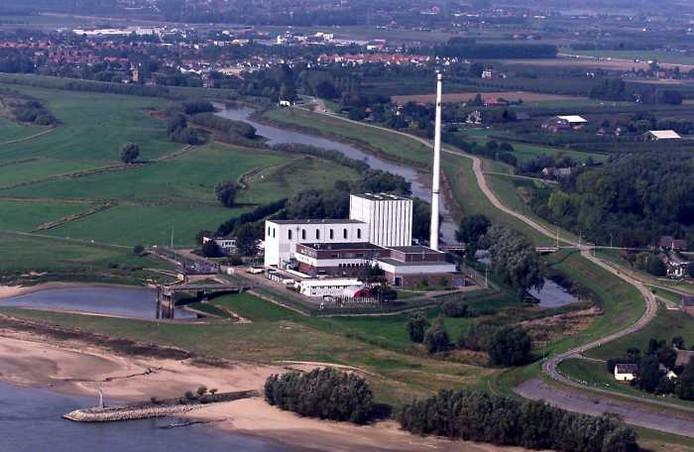 De oude kerncentrale in Dodewaard op archiefbeeld. Luchtfoto: Theo van Zwam