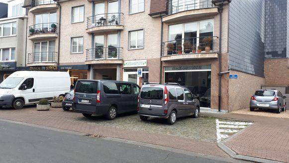Voor de dansstudio worden twee keer twee parkeervakken afgebakend.
