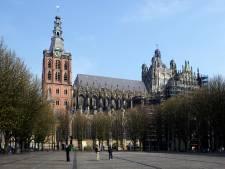 Natuursteen valt  uit toren Sint-Jan, netten worden geplaatst
