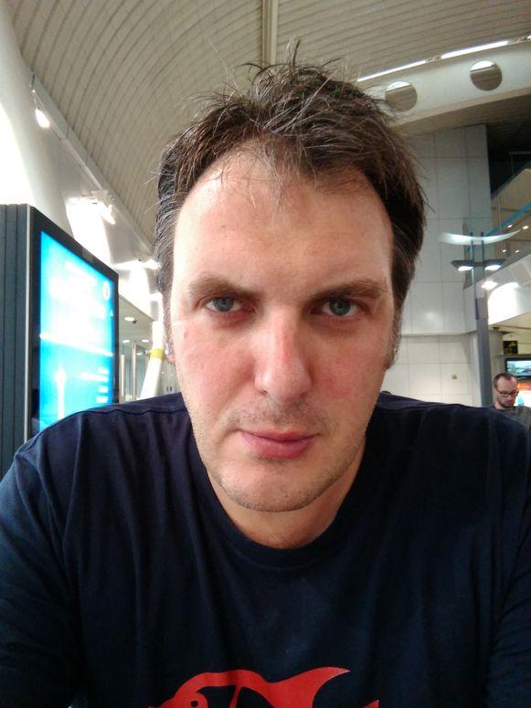 Foto voor: op een buitenlandse luchthaven, na slechts 4 uur slaap en met een stevige jetlag.